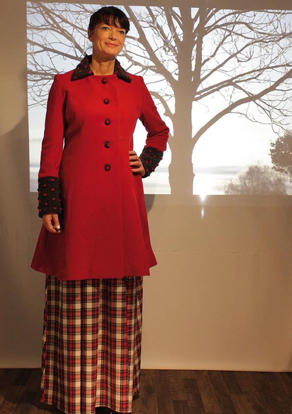 Mantel rot mit punkten