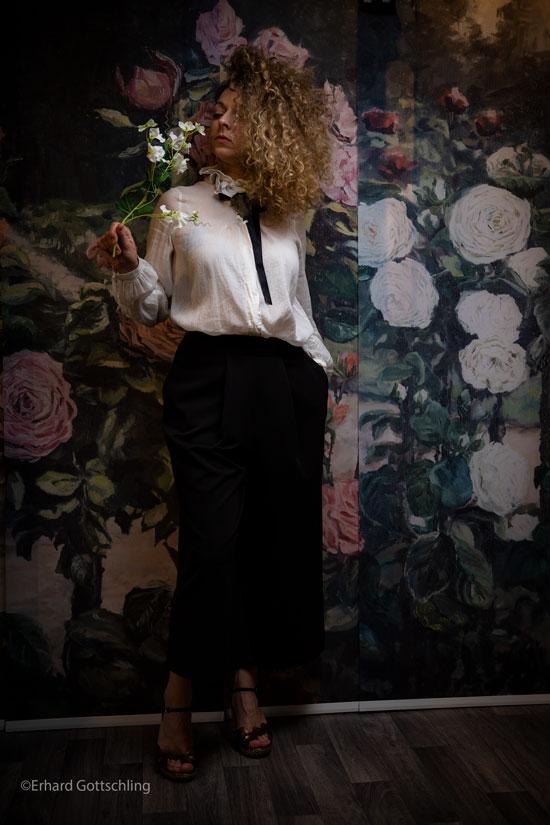 Outfit mit Hose und Bluse, Foto: Erhard Gottschling